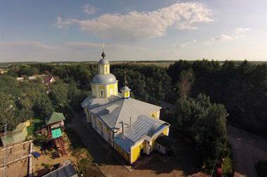 Храм у поселка